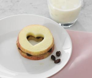 Heart-y Apples with Peanut Butter