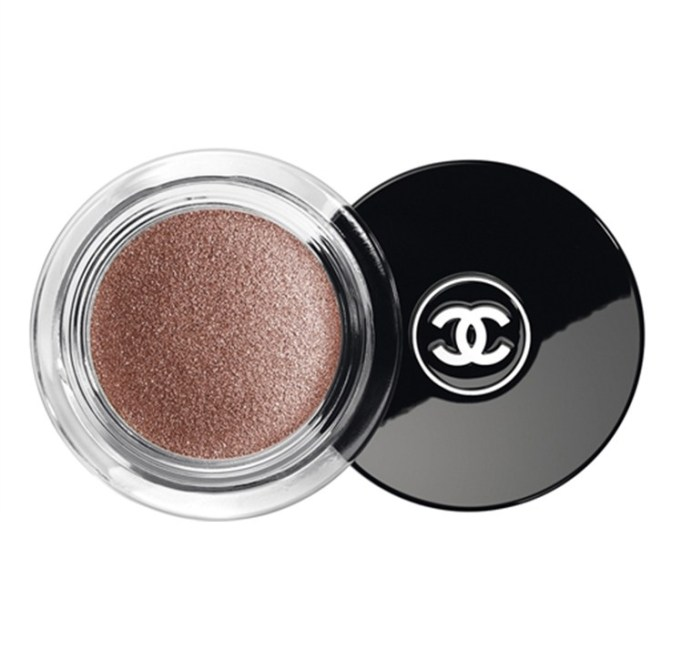 Makeup Artists On Their Favorite Beauty Products | Chanel Illusion D'Ombre Long-Wear Luminous Eyeshadow in New Moon