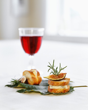 Fig and cheese appetizer with wine