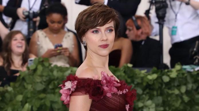 Scarlett Johansson attends the Heavenly Bodies
