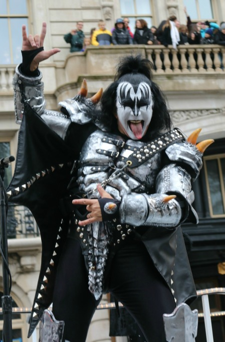 Macy's Thanksgiving Day Parade: Kiss