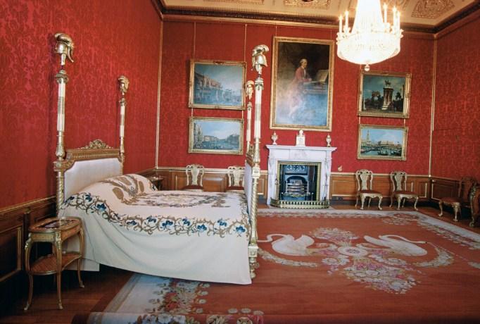 Inside the Royal Castles: Windsor Castle King's State Bedroom