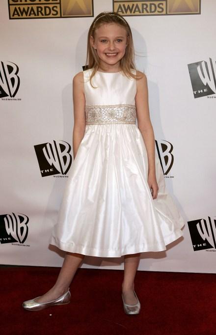 Dakota Fanning young in a white dress