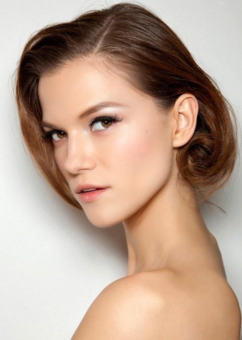 Low-Maintenance Summer Beauty Inspiration Ideas: Brown Hair Black Eyeliner | Summer Beauty 2017