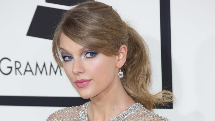 Taylor Swift and 14 other celebrity