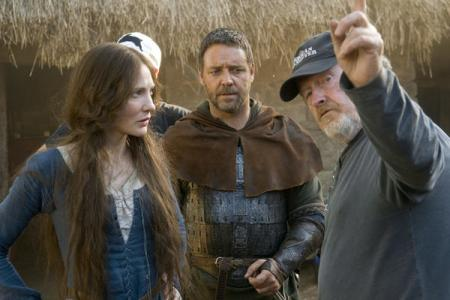 Cate Blanchett, Russell Crowe and Ridley Scott on the Robin Hood set