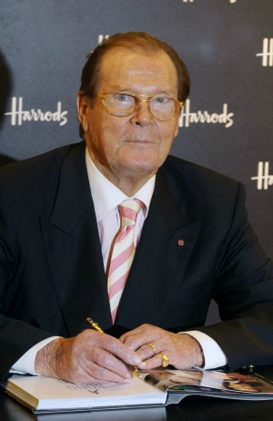 Sir Roger Moore Says Daniel Craig Is Best Bond In History Sheknows