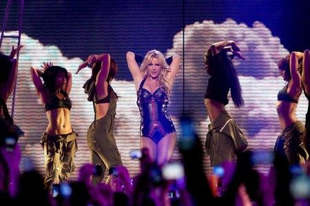 Britney Spears announces summer tour with