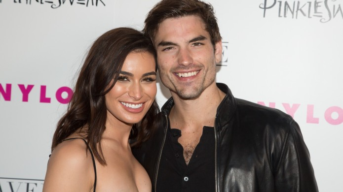 Two Bachelor Veterans Are Dating, &