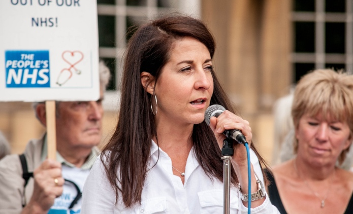 Female politician shuts down journalist who