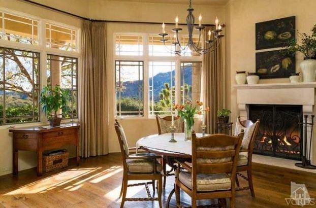 Britney mansion breakfast nook