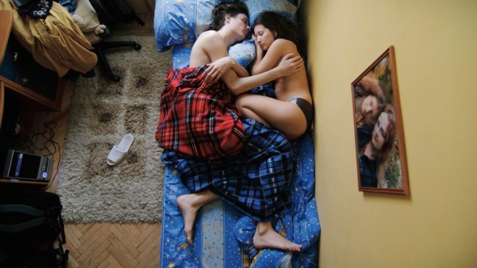 Gorgeous photos of sleeping parents-to-be will