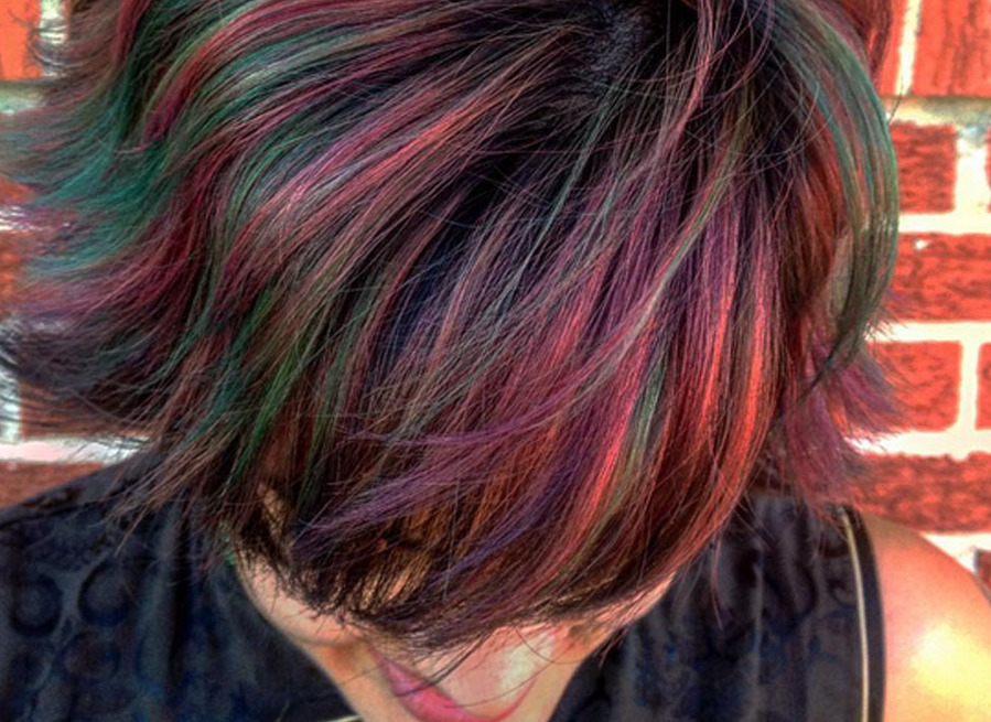 Uitzonderlijk The 'oil slick' is the new hair color trend perfect for brunettes @UP28