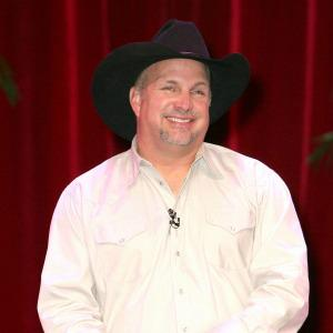 Garth Brooks races out of retirement