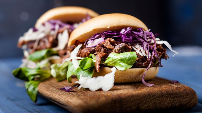 Vegan jackfruit jurger with red cabbage,