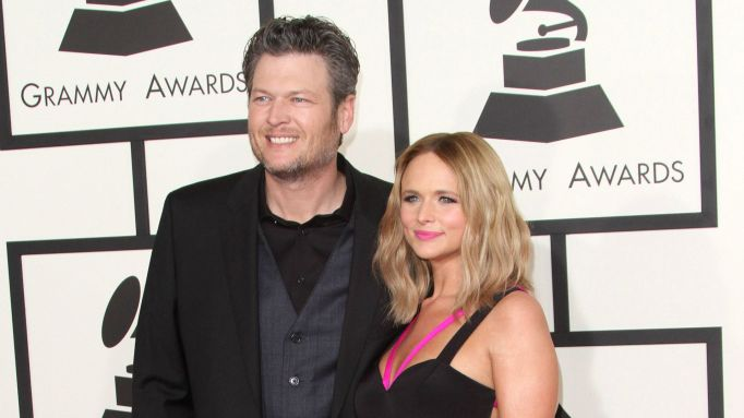 Blake Shelton & Miranda Lambert posing on red carpet.