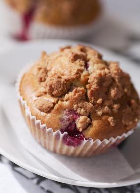 Rhubarb Crumb Cake Muffins