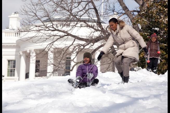 michelle-sasha-malia-obama-sledding