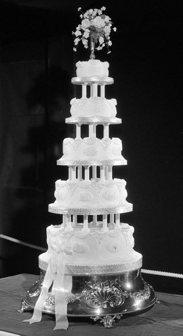 Royal Wedding Cakes: Princess Anne & Captain Mark Phillips