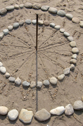 Seashore sundial | Sheknows.com