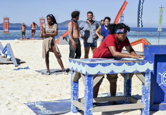 Sandra Diaz-Twine competes in puzzle challenge on Survivor: Game Changers