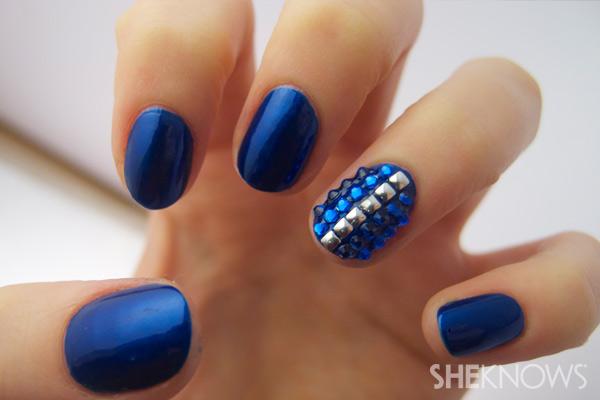 Sapphire nail art