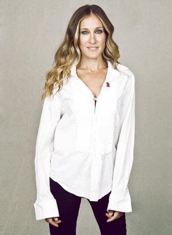 Sarah Jessica Parker wearing AIDs double ribbon