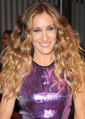 Sarah Jessica Parker wavy hairstyle