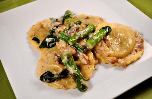 Tonight's Dinner: Mushroom ravioli in a