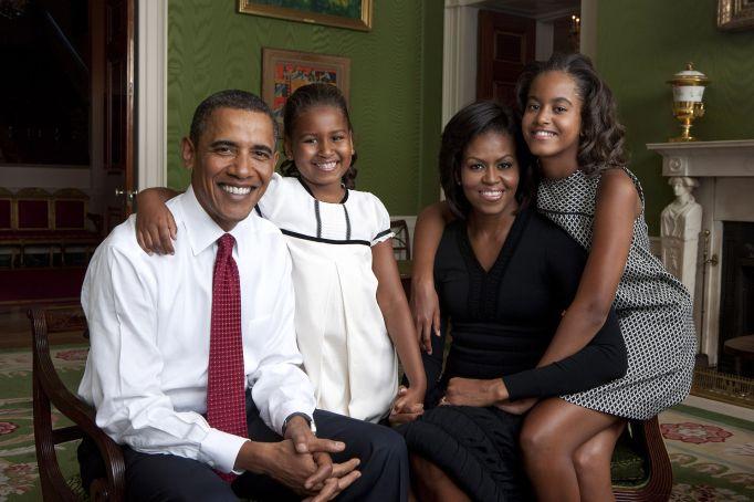 obama-family-portrait-2009
