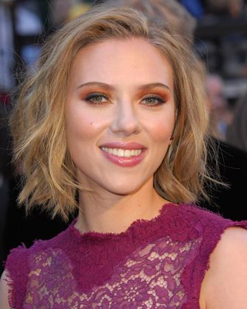 Scarlett Johannson -- Orange eyeshadow