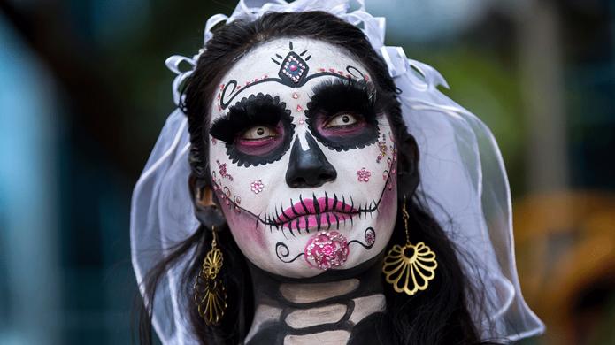 7 DIY Halloween Beauty Tips From
