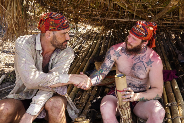 Scot Pollard and Kyle Jason make deal at Brawn camp on Survivor: Kaoh Rong