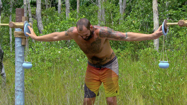 Scot Pollard competes in Immunity challenge on Survivor: Kaoh Rong