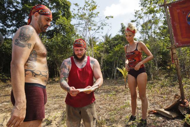 Scot Pollard, Kyle Jason and Alecia Holden work at Brawn tribe on Survivor: Kaoh Rong