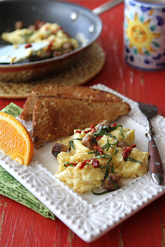 Scrambled egg recipe with turkey sausage, sun-dried tomatoes and basil