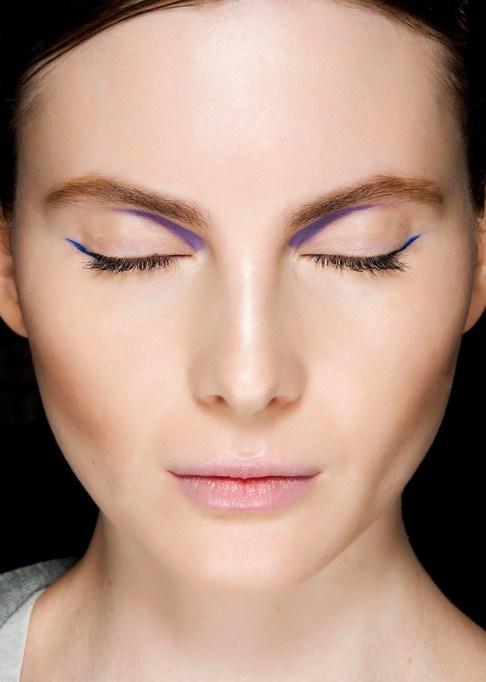 Low-Maintenance Summer Beauty Inspiration Ideas: Brown Hair Blue Eyeliner | Summer Beauty 2017