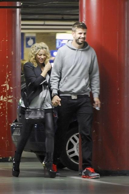 Pregnant Shakira and Gerard
