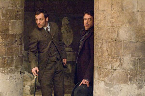 Sherlock Holmes: in theaters December 25