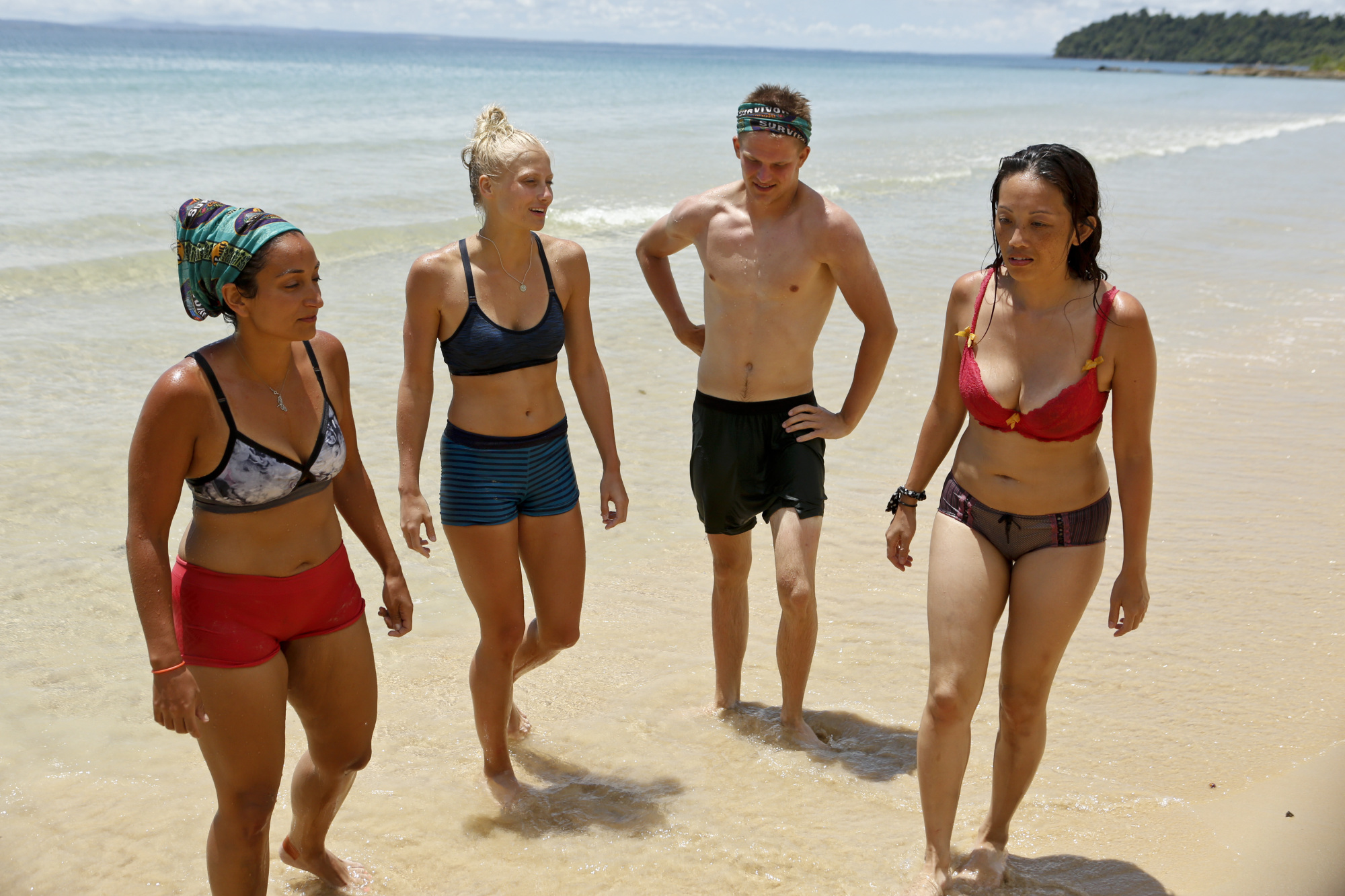 Shirin Oskooi with tribemates Kelley Wentworth, Spencer Bledsoe and Peih-Gee Law on Survivor: Second Chance