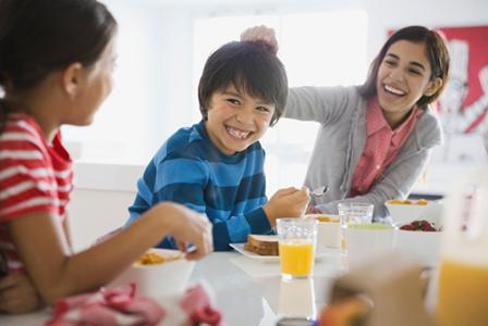 Siblings playfullly talking | Sheknows.com