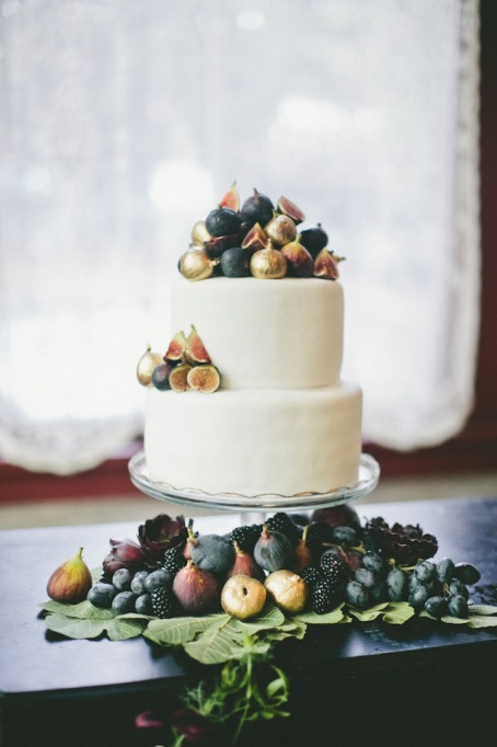 Fall Wedding Cakes: Gilded figs and juicy dark fruits decorate this simple cake