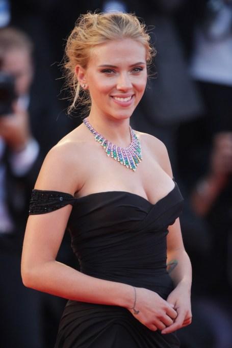 Natural Celebrity Beauty Hacks | Scarlett Johansson — Apple Cider Vinegar Toner