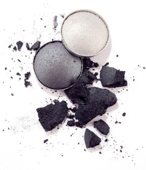 Gray and pearl eyeshadow for smokey eye makeup look