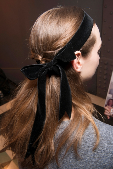 Eva Mendes Secret to Great Hair: A Dramatic, Velvet Bow | Celeb Hairstyles 2017