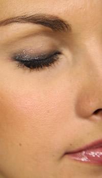 How to get Elle Macpherson's soft smokey eye makeup