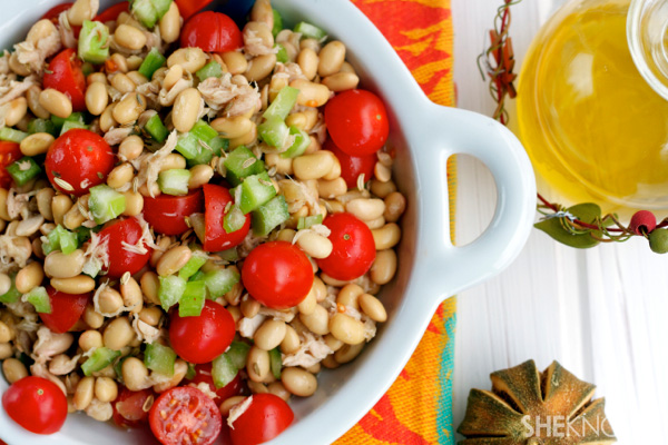 Soybean, tuna & tomato salad with lemon