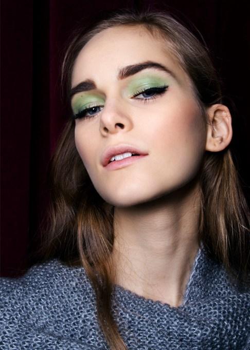 30 Summer Makeup Ideas: Light Green Shadow
