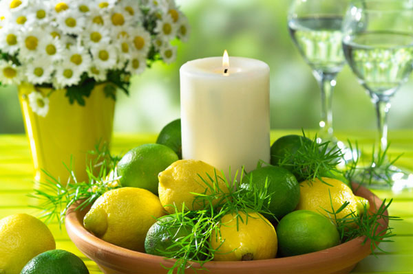Spring tablesetting with lemons