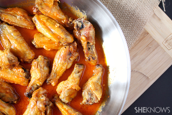 Baked spicy Sriracha chicken wings recipe